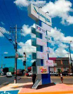 Totem en plaza comercial Cancún