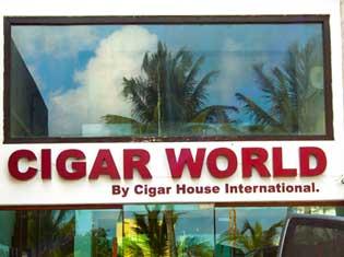 Cigar World Anuncio Luminoso Cancun